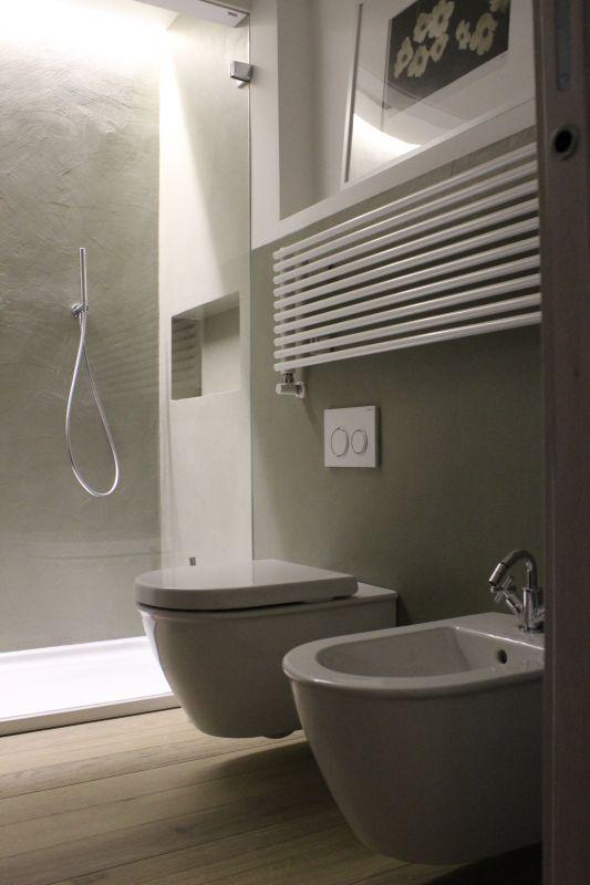 Rivestimento pareti bagno in legno for - Rivestimento bagno legno ...